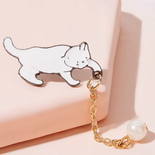 SHEIN Faux Pearl Decor Cat Brooch